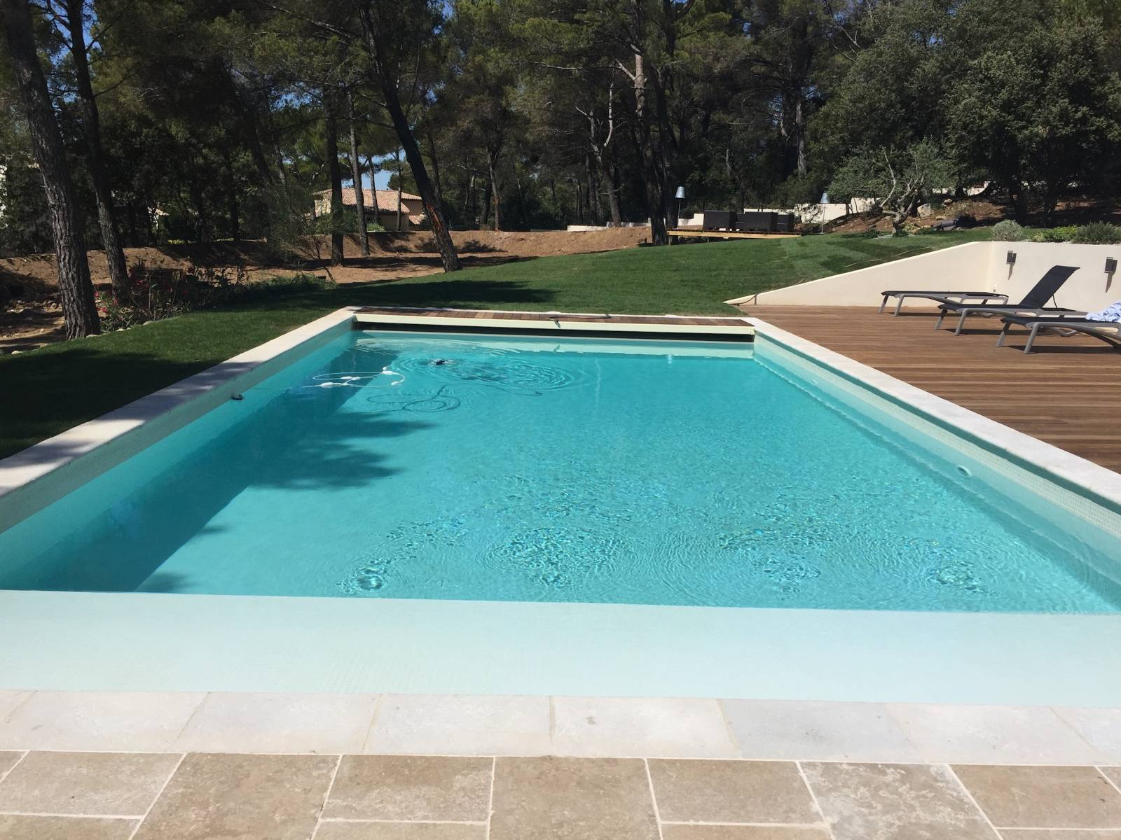 R novation d 39 une piscine en b ton avec am nagement de ses for Construction piscine aix en provence